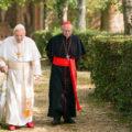 critique les deux papes